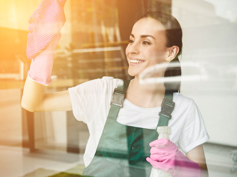 How to clean your windows and mirrors with no marks?